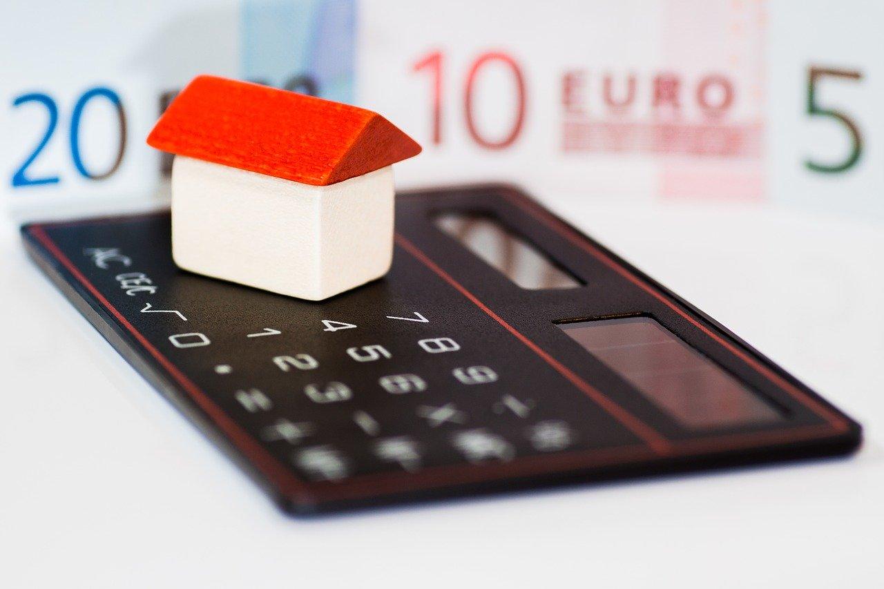 Jak korzystnie wziąć kredyt na własne cztery kąty?