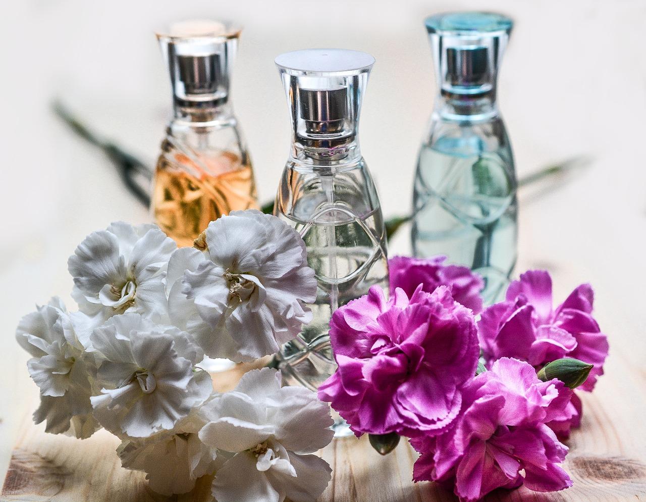 Co warto wiedzieć o używaniu perfum latem